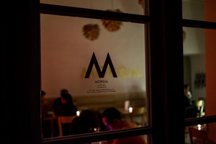 Hodina země v Café Morgal