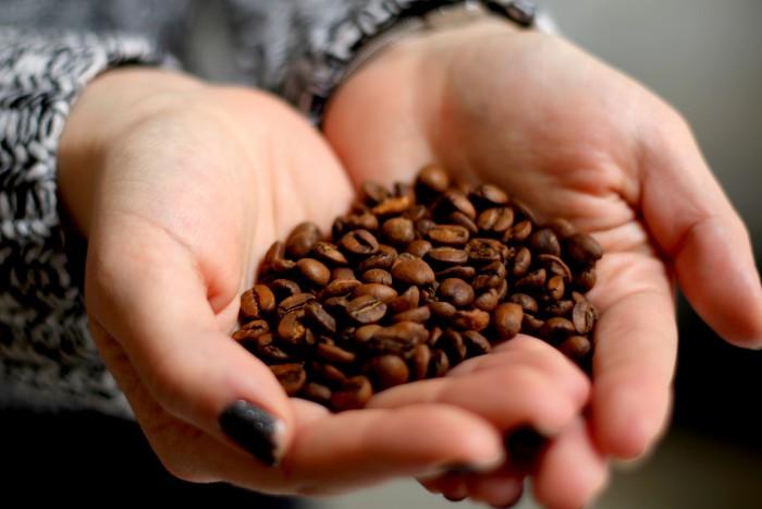 Nedělní dopoledne s filtrovanou kávou a snídaní